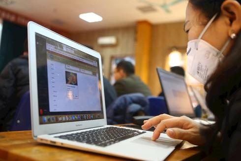 Nhiều trường học cấp tập tổ chức dạy online trong lúc phòng dịch Corona - ảnh 1