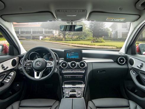 Mercedes – Benz tung xe sang C 180 giá rẻ 1,4 tỷ đồng - ảnh 4