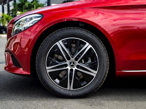 Mercedes – Benz tung xe sang C 180 giá rẻ 1,4 tỷ đồng - ảnh 3