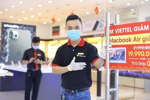 Các nhà bán lẻ tăng cường chống dịch Covid-19 - ảnh 1