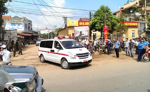 Trực thăng rơi ở Hòa Lạc: Bộ Y tế huy động bác sĩ giỏi cứu chữa - ảnh 1