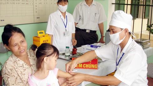 Tiêm nhầm nước cất thay vì vắc-xin cho 60 trẻ - ảnh 1