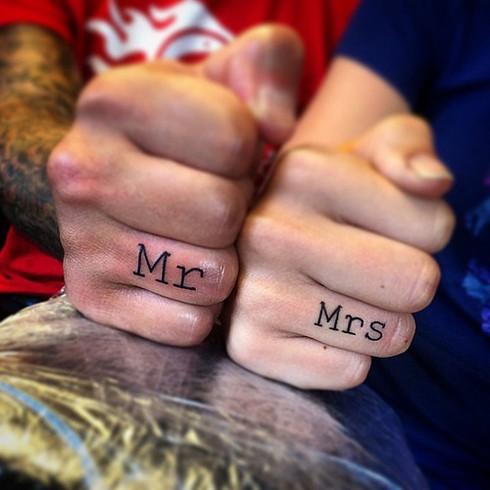 Những hình xăm ngón tay thay nhẫn cưới độc đáo - ảnh 10