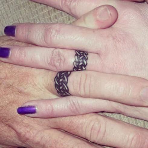 Những hình xăm ngón tay thay nhẫn cưới độc đáo - ảnh 7