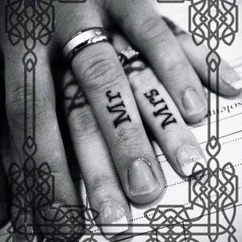 Những hình xăm ngón tay thay nhẫn cưới độc đáo - ảnh 21