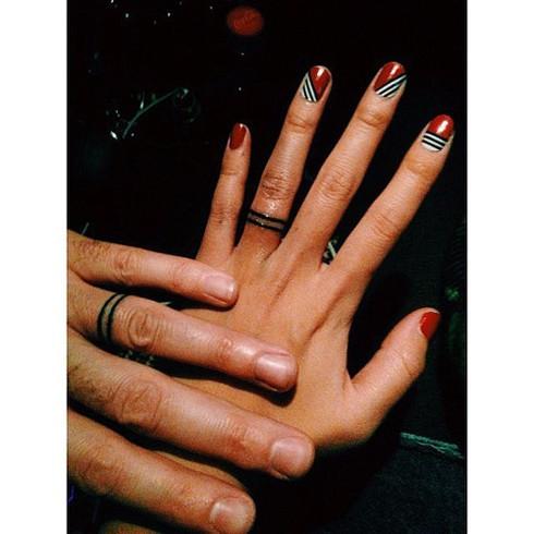 Những hình xăm ngón tay thay nhẫn cưới độc đáo - ảnh 19
