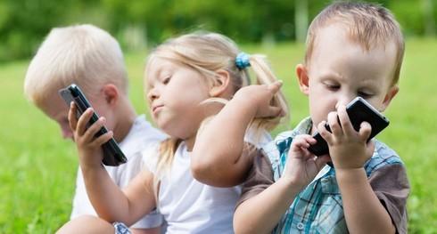Vì sao trẻ em dễ bị ung thư não khi sử dụng điện thoại di động quá nhiều? - ảnh 1