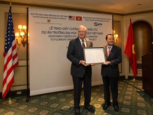 Phó thủ tướng Vũ Đức Đam ký giấy phép thành lập Đại học Fulbright Việt Nam - ảnh 1