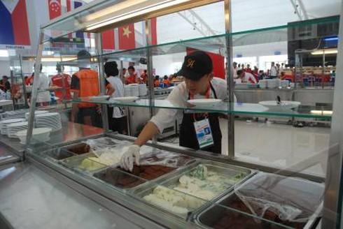 VĐV phải ăn mì tôm vì ngộ độc thức ăn ở Palembang