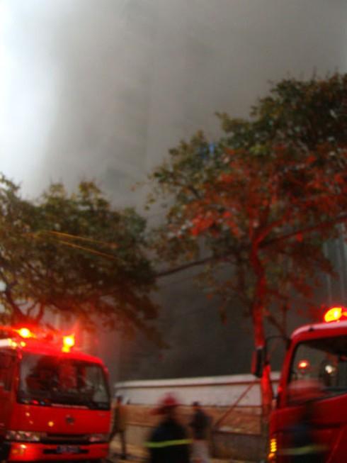 Hà Nội: Đang cháy dữ dội tòa nhà 30 tầng ở phố Cửa Bắc