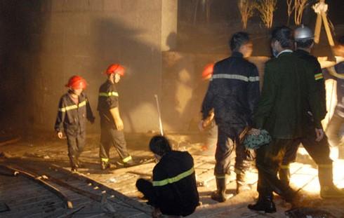 Hà Nội: Đang cháy dữ dội tháp 30 tầng, hàng chục người mắc kẹt (trực tiếp)