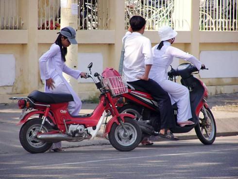 Đà Nẵng: Học sinh chưa đủ tuổi đi xe máy bị giữ xe 60 ngày