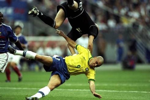 Nguyên nhân bí ẩn khiến 'Ro béo' thi đấu vật vờ ở World Cup 1998