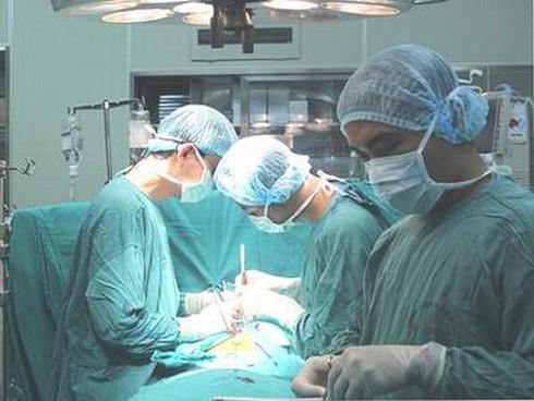Dùng tim, phổi nhân tạo cứu sống bệnh nhân sốc tim nặng