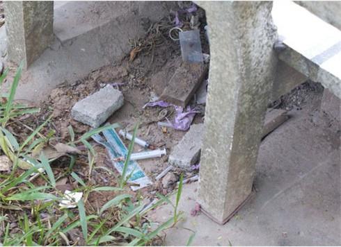 Công viên Hà Đông, mỗi ngày dọn vài xô kim tiêm ma túy