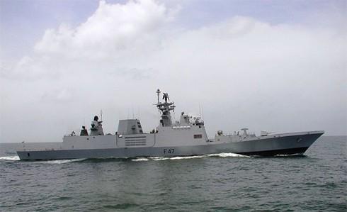 Những chiến hạm tối tân nhất thế giới đang đổ về Biển Đông