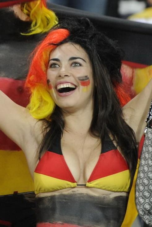 Nghệ thuật hóa trang mùa EURO của các CĐV nữ