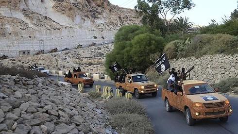 Tin thế giới 18h30: Mỹ nghi ngờ Tổng thống Assad bắt tay làm ăn với IS - ảnh 1