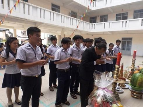Shop TIN 18/4: Văn tế Vua Hùng - Người Nhật sau động đất - Rác ngày Đại lễ - ảnh 1