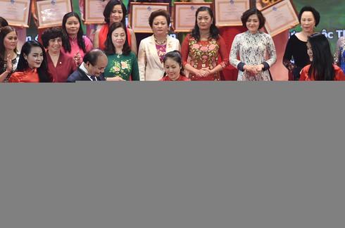 Thủ tướng đối thoại với đại biểu phụ nữ Việt Nam - ảnh 4