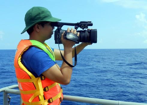 Tác nghiệp trên tàu CSB bị Trung Quốc đâm thủng ở điểm nóng Hoàng Sa - ảnh 2