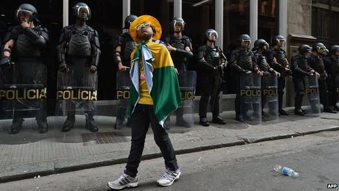 Sẽ có biểu tình đúng ngày khai mạc World Cup 2014 ở Brazil? - ảnh 3