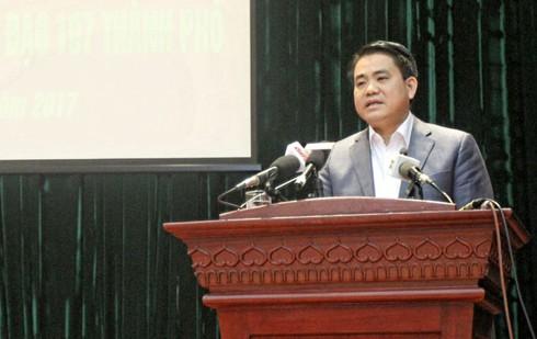 Chủ tịch Hà Nội: Bí thư,CT quận có dám cam đoan bãi giữ xe không của người nhà? - ảnh 1