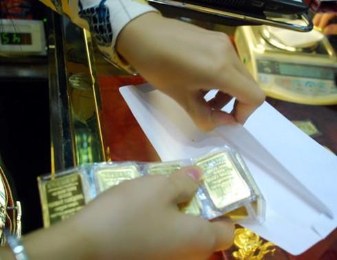 Giá vàng hôm nay 3/4 giảm, giá USD cao