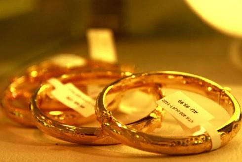 Giá vàng hôm nay 28/3 lùi sâu, rẻ hơn thế giới 600.000 đồng/lượng - ảnh 1
