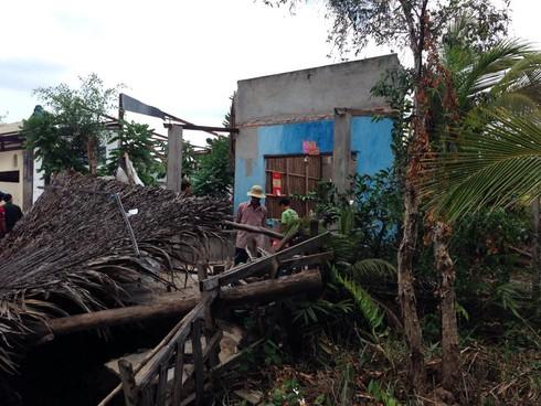 TP.HCM: Sạt lở khiến 3 căn nhà sụp xuống kênh - ảnh 2