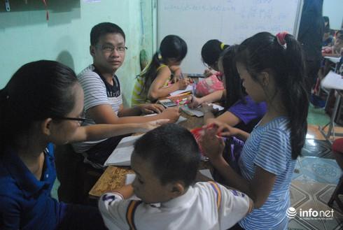 Ông nông dân làm…thầy của 130 trẻ em nghèo - ảnh 2