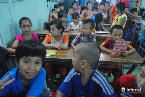 Ông nông dân làm…thầy của 130 trẻ em nghèo - ảnh 1