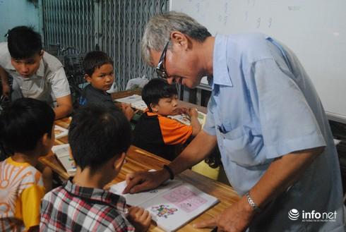 Ông nông dân làm…thầy của 130 trẻ em nghèo - ảnh 4