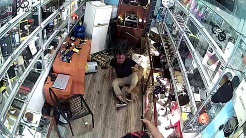 Một người dân bị côn đồ đánh dã man, lên facebook cầu cứu - ảnh 3