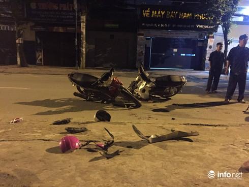 Xe máy đi ngược chiều gây tai nạn, 2 người bị thương nặng - ảnh 1