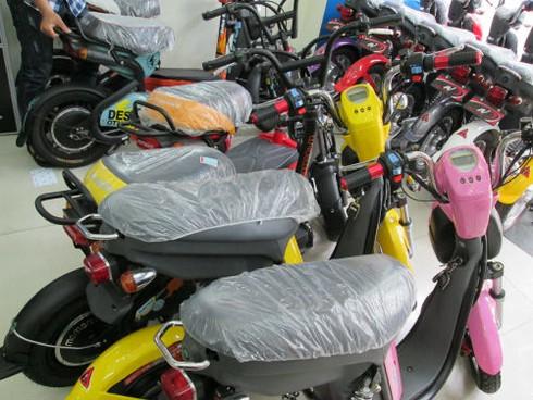 Bắt buộc đăng ký xe máy điện: Hớt hải, hoang mang vì... cái bàn đạp - ảnh 1