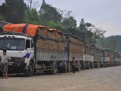 Biên giới Việt- Trung: Nhập hàng TQ tăng vọt, xuất đi giảm mạnh - ảnh 1