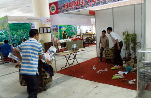 Hội chợ giữa trung tâm Hà Nội vắng khách hơn chợ quê - ảnh 2