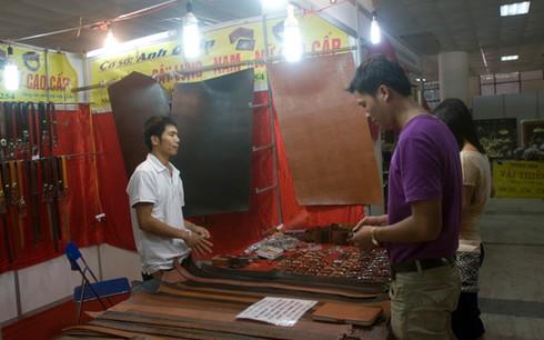 Hội chợ giữa trung tâm Hà Nội vắng khách hơn chợ quê - ảnh 7