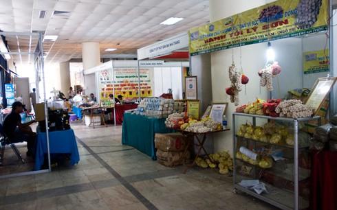Hội chợ giữa trung tâm Hà Nội vắng khách hơn chợ quê - ảnh 4