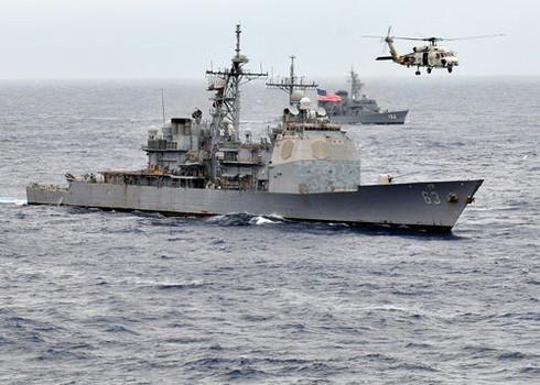 Trung Quốc tuyên bố về vụ 'suýt' đâm phải tàu chiến Mỹ trên Biển Đông - ảnh 1