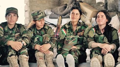 """""""Từ ca sĩ tới chiến binh"""": câu chuyện những người phụ nữ chống IS - ảnh 4"""