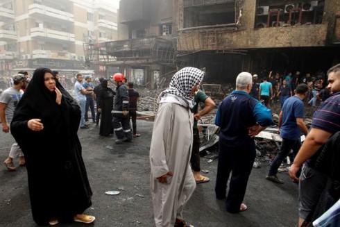 Đánh bom đẫm máu ở Baghdad, người dân tức giận ném đá vào Thủ tướng - ảnh 7