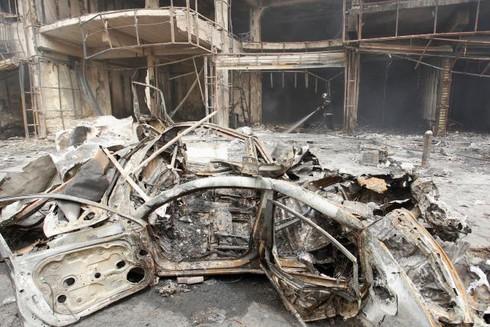 Đánh bom đẫm máu ở Baghdad, người dân tức giận ném đá vào Thủ tướng - ảnh 10