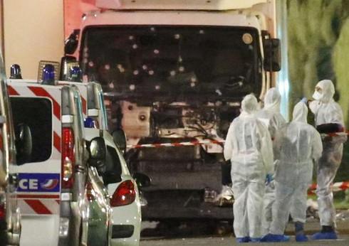 Tại sao Pháp luôn là mục tiêu đầu tiên của những kẻ khủng bố? - ảnh 1