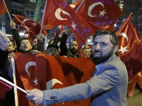 Vì sao Hà Lan cấm máy bay của Ngoại trưởng Thổ Nhĩ Kỳ hạ cánh? - ảnh 3