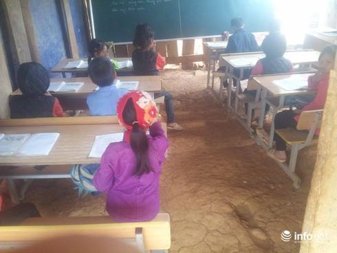 Cao Bằng: Xót xa cảnh học sinh đi bộ 10km tới điểm trường xập xệ - ảnh 2