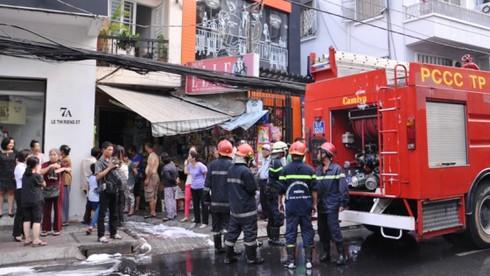 Hỏa hoạn tại khu vực trung tâm, hàng chục người tháo chạy - ảnh 1