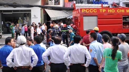 Hỏa hoạn tại khu vực trung tâm, hàng chục người tháo chạy - ảnh 2