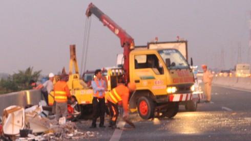 Đụng xe trên cao tốc Trung Lương 1 người chết, 9 người bị thương - ảnh 2